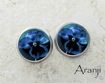 Blue pansy earrings, pansy earrings, blue pansy stud earrings, pansy stud earrings, blue flower earrings, viola earrings, PL146E