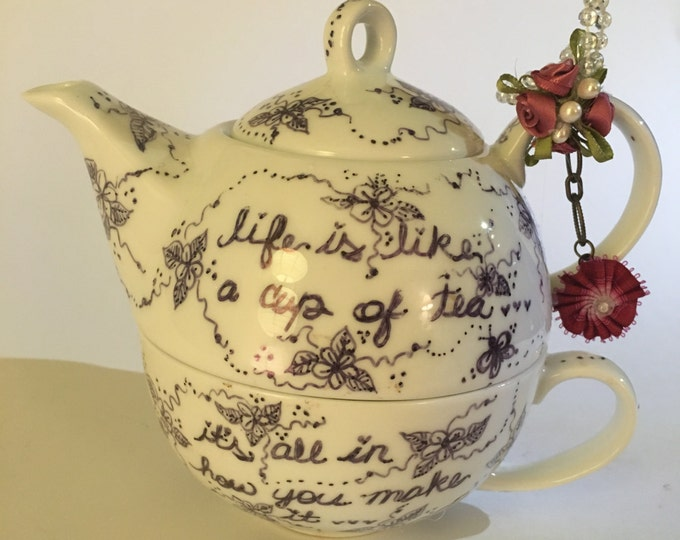Porcelain Tea Pot & Mug Set