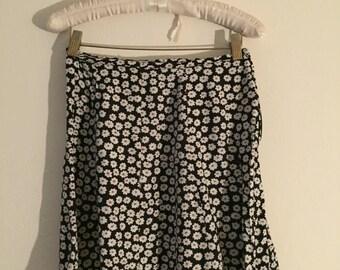size small daisy skirt 90's