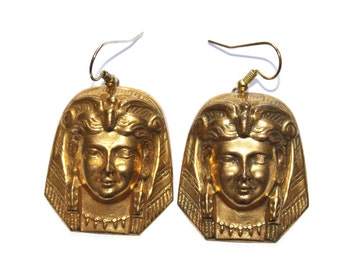Vintage Egyptian Revival 3D Earrings. Egyptian Earrings. Cleopatra Earrings. Pharaoh Earrings. Cleopatra. Goldtone Egyptian Revival Earrings