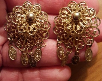 Beautiful Vintage Goldtone Filigree Intricate Victorian Clip On Earrings