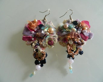 Stir beaded velvet earrings adorned with pearls and embroidered