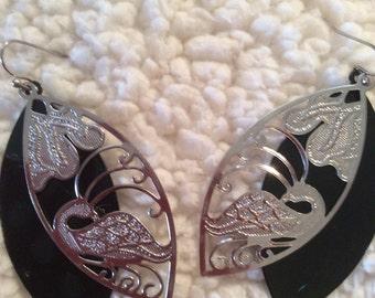 Dangle leaf earrings 2-1/2 in