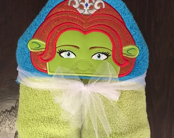 Princess Fiona hooded towel. FULL SIZE TOWEL (30X54)