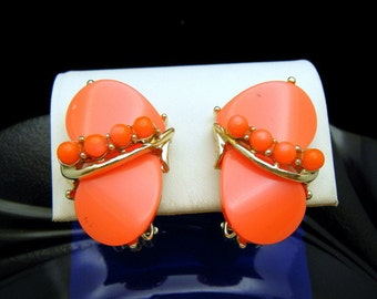 Fluorescent Hot Pink Orange Thermoset Gold Tone Clip Earrings Blinding Color