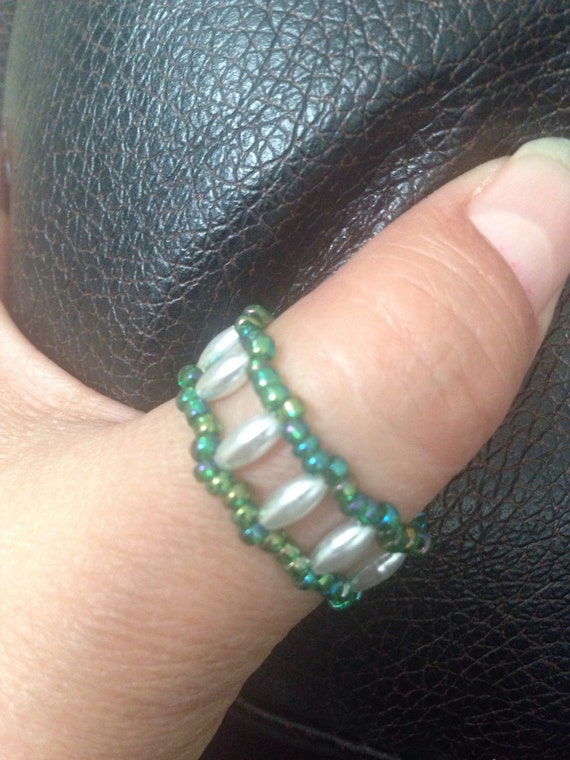 Green thumb ring / white rice pearls