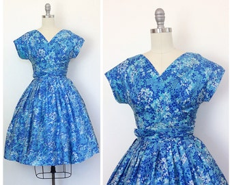 50s Blue Silk Floral Print Party Dress / 1950s Vintage Cap Sleeve Ruched Fit and Flare Prom Dress / Medium / Size 6