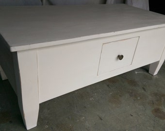 Vintage Style Coffee Table in 'Old White'