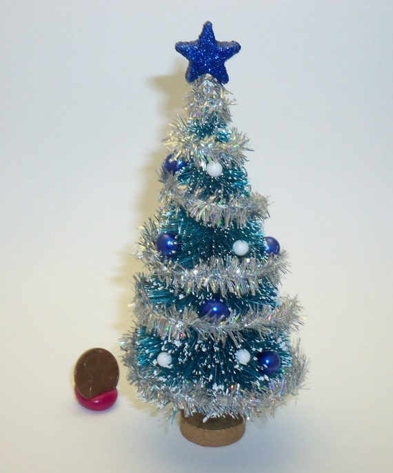 Miniature dollhouse decorated christmas tree blue white for Miniature tree decorated with sea shells