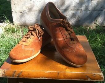 1970's vintage suede platform oxfords brown/70's brown suede platforms/70's brown laceup oxfords 8 1/2 NOS