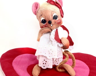 Valentine Mouse, Heart Girl Mouse by Annalee Mobilitee Dolls, Vintage Holiday Collectible