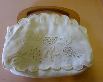 White fabric Carawak Crafts handbag with wood handle  [MV]