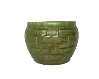 Vintage Royal Haeger planter green basket weave texture ceramic pot