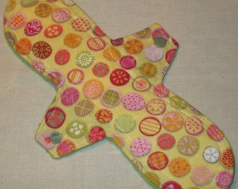 Candy Dots 10.5 in. Moderate Cloth Pad