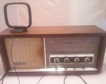 Mid Century Wood AM/FM Radio