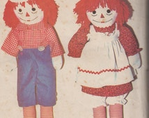 Vintage Soft Toy Pattern 1977 Raggedy Ann and Raggedy Andy McCalls 5713. Uncut, factory folded Rag dolls &  doll clothing in 4 + Transfers