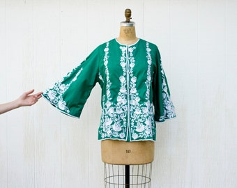 VINTAGE 1970s embroidered floral kimono sleeve ethnic blouse | Angel sleeve emerald green shirt | Mexican embroidered button front top