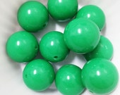 Set of 10 Kelly Green Solid Acrylic Bubblegum Beads. 20mm. Gumball Necklace. Chunky Beads.