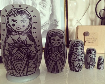 Large grey and Black Russian doll set