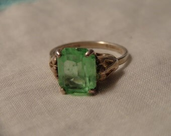 Sterling Silver Ring by Sarah Coventry w/Green Stone - size 6 - slightly adjustable
