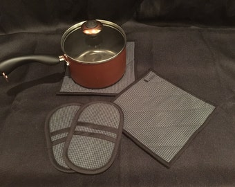 Plaid Quilted, Insulated Pot Holder & Microwave/Toaster Oven Mitt Set