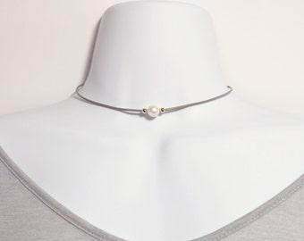 Thin Leather Pearl Choker