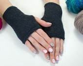 Handmade fingerless gloves or handwarmers with crocheted edge, Grey fingerless Gloves, Knit arm warmers, Wristwarmers.