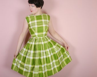 GREEN 50s cotton day dress in CHECK print - full skirt + wasp waist - ROCKABILLY mid century uk6-8 xs