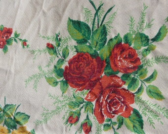 TABLECLOTH rectangular vintage 1950 clusters of red or yellow roses on a beige background