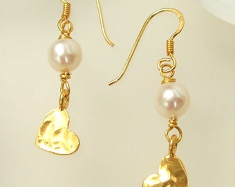 24K Gold heart and Freshwater pearl earrings, Gold filled hammered heart earrings dainty Gold pearl drop earrings, gold bridesmaid gift