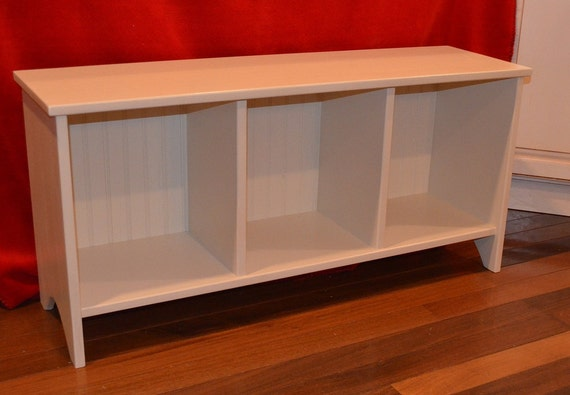 Cubby Sitting And Entryway Storage Bench With Wainscoting