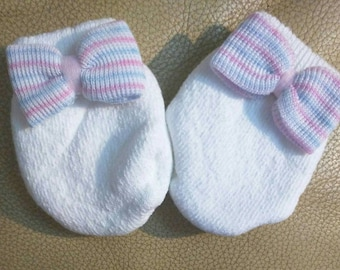 Newborn baby Mittens with bows! ! Every New Baby Girl Should Have Thes