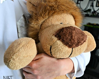 BALDO is a HANDSEWN plush lion in XXL size :)