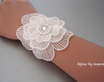Bridal jewelry Bracelet 3 white muslin flowers