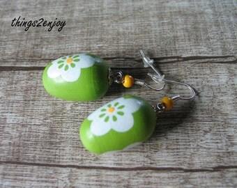 """Ear hanger """"happy Easter"""" green"""