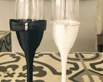 Bride and Grom Glasses / Personalized Champagne Flautes