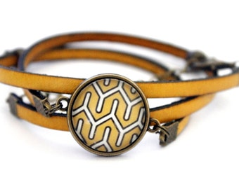 Bracelet yellow leather 3 rounds with cabochon 'graphic motif in yellow and white' bronze brass vintage