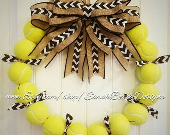 Tennis Wreath - Perfect tennis decor for the avid fan or player!! Customizable for your team colors!