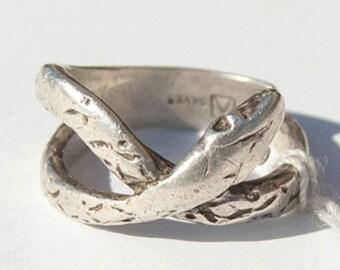 Native American vintage. Artful sterling silver rattlesnake ring