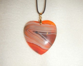 Heart shaped Orange-White-Black Striped Agate pendant (JO382)