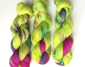 Hand dyed sock yarn 4ply finger weight superwash BFL and bamboo 100g. Pairs in Major Tom, BFL is a British breed.