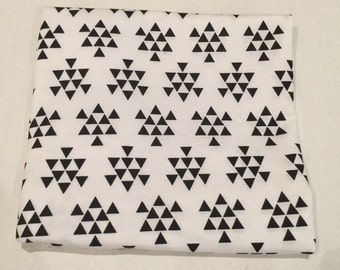 White with black triangles swaddle blanket