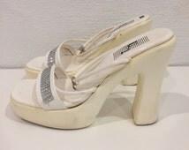 Vintage 90's White Strappy Chunky Heel Slip On Shoes w/ Silver Rhinestone Detail - Size 6.5