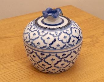 Heart porcelain box    Vintage floral design    white and blue