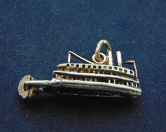 Womens Vintage .925 Sterling Silver Steam Boat Charm, 3.1g E2526