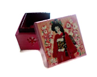 "Box jewelry or box toothbrush ""Girl in kimono"""