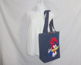 This Woody Wood Pecker tote has shoulder straps and inside pockets.  This large tote is stylish and goes well with a variety of outfits.