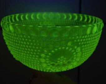 Nanny Still Grapponia Malja Riihimäen Lasi bowl on foot, yellow Uranium glass