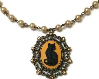 Cat Cameo Necklace, Black Cat Necklace, Cameo Necklace, Vintage Cameo Necklace, Vintage Pearl Necklace, Cat Lover Gift, Black Cat Pendant