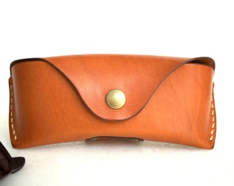 Glasses case for Wayfarer Clubmasters Sunglasses case Veg tan leather Saddle tan Handmade by Celyfos®